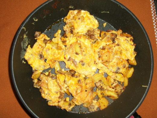 omelette mit Kartoffeln und Champignon